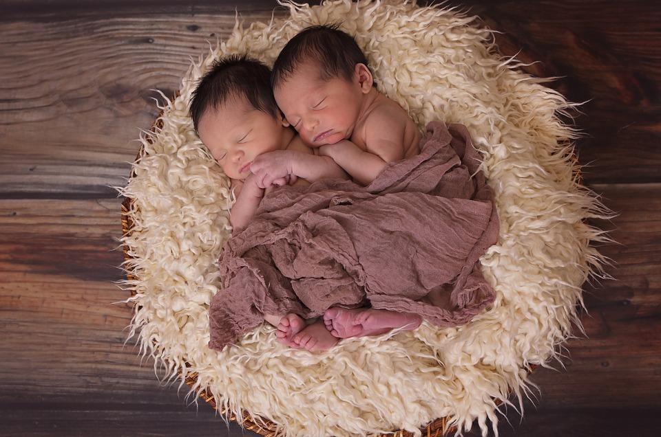 dormir con gemelos
